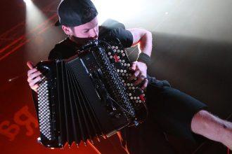 Grayssoker avec son accordéon électrique
